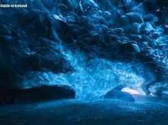 冬の冒険5日間|氷の洞窟、オーロラ、ゴールデンサークル...