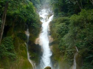 メコンクルーズとクワンシーの滝観光
