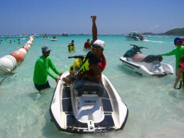パタヤ・マリンスポーツアイランド・ラン島で遊ぶ一日 (ランチ付きまたはランチなし)
