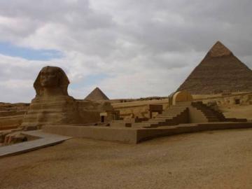 はずせないカイロ1日観光 (ピラミッド・モスク・市場)
