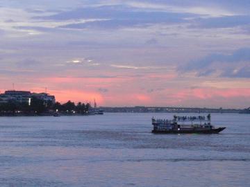 ボートで見る夕日 サンセットクルーズ