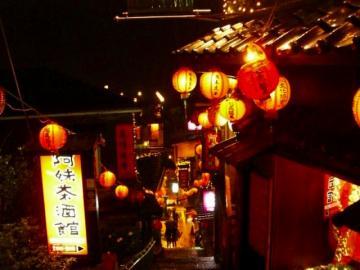 ナイト九ふん観光と夜市散策(軽食付き)
