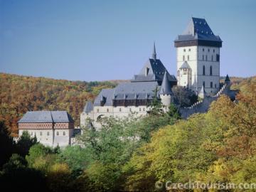 カルルシュテイン城半日観光ツアー チェコで最も美しい城を見よう!