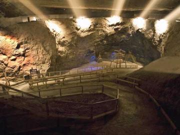 スリル満点!バート・デュルンベルク岩塩坑探検半日ツアー!