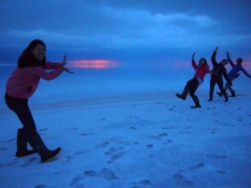 ウユニ発 2泊3日旅は道連れ周遊ツアー! そのままチリへの国境越えも可能【宿2泊+ツアー】