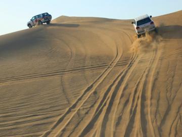 [日本人ガイド] 大人気!4WD砂漠サファリ+ベリーダンスを鑑賞しながらBBQディナー!!