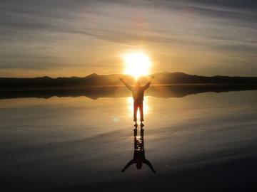 ウユニ塩湖から拝むサンライズ [ウユニ発]