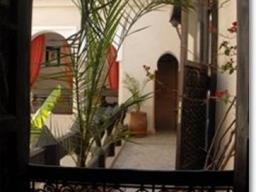 マラケシュのお手頃邸宅ホテル「リアド バミレク」1泊2日 空港送迎付き