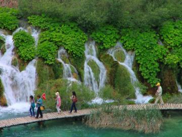 プリトヴィツェ湖群国立公園でゆったり!
