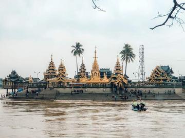 水上寺院とタンリン観光