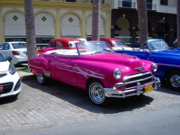 クラシックアメリカカーで回る?ハバナ2時間観光