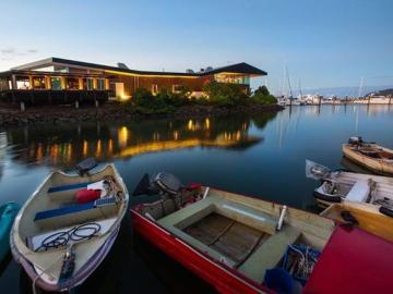 ヨットハーバーを見渡せるレストランでモダンオーストラリア料理を!ソルトハウスレストラン・ディナー