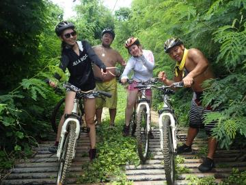 マウンテンバイク&グロットシュノーケルツアー