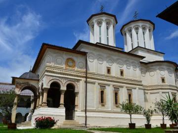世界遺産ホレズ修道院&中世の街 1泊2日