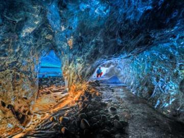 日本語ガイドと行く 氷の洞窟、ヨークルサルロン氷河湖とゴールデンサークル3泊4日 ~オーロラ鑑賞チャンス付~