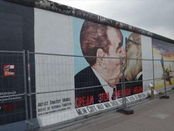 べルリンの壁と旧東ドイツを感じる 午後ウォーキングツアー