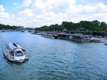 水上レストラン ビストロ・パリジャン ミールクーポン ~セーヌ川遊覧クルーズチケット付き