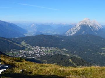 日本人唯一のオーストリア公認ハイキングガイドと行く チロルハイキング