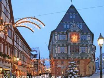 ローテンブルクとマイン川の真珠ミルテンベルクのクリスマス 《メルヘン・クリスマスマーケット》