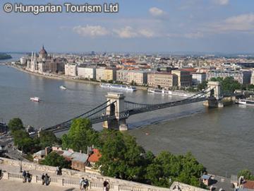 【プライベートツアー】全日空ウィーン直行便利用限定 ウィーン空港から出発するハンガリー・ブダペスト(ウィーンのホテル着、またはブダペストのホテル着)