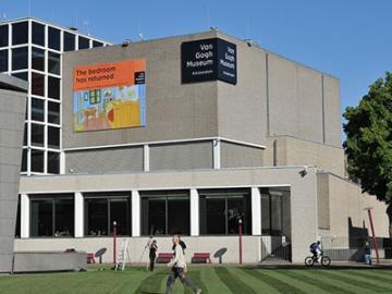 欲張りアムステルダム♪ 午前アムステルダム・ウォーキングツアー & 午後ゴッホ美術館 日本語ガイドがご案内