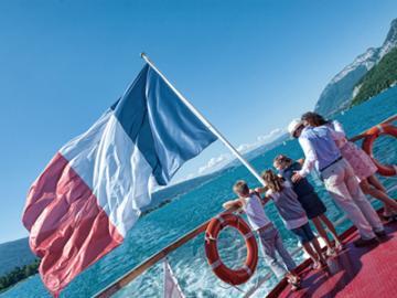 路線バスで行く アヌシー1日観光 ~欧州一の透明度を誇る湖の遊覧船乗船