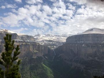 サラゴサからの専用車往復送迎付き オルデサ国立公園1日ハイキング + 4輪駆動タクシーで行く絶景展望スポット半日ツアー(3泊4日・ホテル含まず)