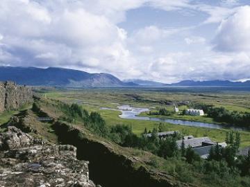 日本語ガイドと行く ゴールデンサークル終日観光  ~アイスランド旅行で大人気の観光地巡り~