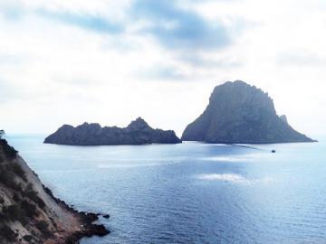【Cコース】イビサ・タウン観光とボッサ海岸、サリーナス塩田&エス・ベドラ、コンテ海岸とサン・アントニ
