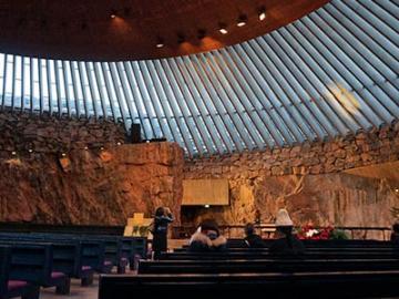 日本語ガイドと巡るフィンランドのマストGO! 教会とアウトレットショップ