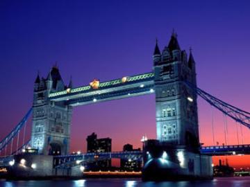 6名限定! 黄昏のロンドン 英国名物パイ料理とパブでのちょい飲み体験 ~ナイトドライブ付