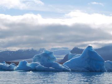 【10月9日発】 日本語ガイドと巡る南部アイスランドハイライトツアー 【5泊6日】