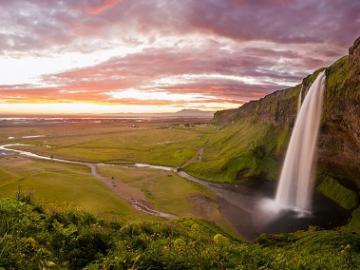 日本語ガイドと行く アイスランド南海岸ツアー ~セリャランスフォスの滝、スコガフォスの滝、ミールダルスヨークトル氷河~