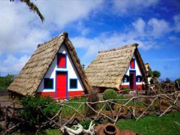 北東部エリアと伝統的家屋が残る町サンタナ 1日観光
