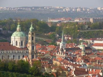 美しいマラーストラナ地区とプラハの塔巡り 午後ウォーキングツアー