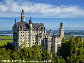ノイシュヴァンシュタイン城、世界遺産ヴィース教会とフュッセン散策 1日観光