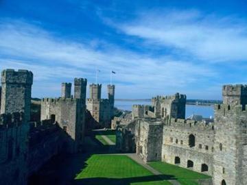 列車で行くウェールズ地方1日観光(2) 不思議の国ウェールズハイライト・中世の古城とフォトジェニックなスポット巡り