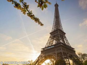 夕方からのパリ市内観光(セーヌ河クルーズとエッフェル塔優先チケット付き)
