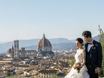 フィレンツェ ロケーションフォトプラン フィレンツェの町並みを背景にウェディングドレスで記念撮影