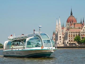 遊覧船でブダペストを観光 ドナウ川クルーズ(1ドリンク付き)