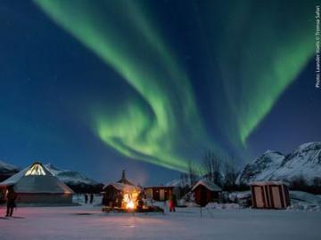 オーロラの出現可能性が高いベースキャンプを利用 オーロラ鑑賞ツアー