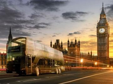 走るレストラングルメバス バストロノーム・ロンドン(Bustronome London)