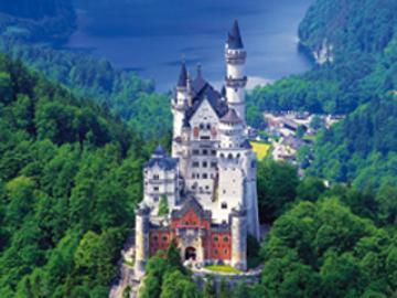 ノイシュヴァンシュタイン城とリンダーホーフ城1日観光 (入場料含まず)