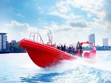 テムズ河を走るスピードボート テムズ・ロケット