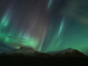 冬の夜空を彩る光のカーテン!オーロラ鑑賞ツアー