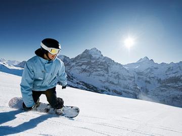 憧れのスイスアルプスでスノボデビュー!(インターラーケン発 2泊3日 宿泊付きスキーパッケージ)