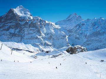 スイスアルプスの町グリンデルワルトでスキー大満喫!(チューリッヒ発 3泊4日 宿泊付きスキーパッケージ)