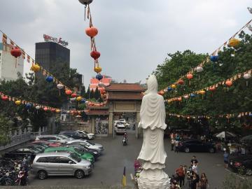 仏教寺院探訪とベトナム精進料理