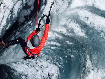 氷河ハイキングとアイスクライミング