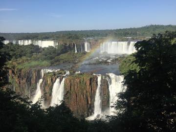 【サンパウロ発着】フライト&日本語ガイド付・ついにブラジルVISA必要なし! 人気のブラジル2大世界遺産 バードパーク観光&ボートツアー付、ブラジル&アルゼンチン両国側のイグアスの滝(2泊)&F.T.S. オリジナル観光で巡る コルコバードの丘などの観光付、リオデジャネイロ(1泊) 3泊4日プラン